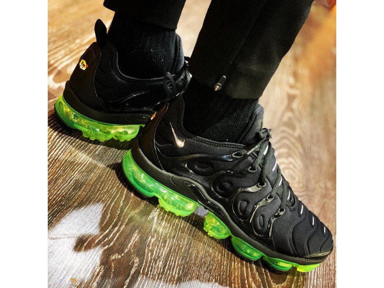 AIR VAPORMAX PLUS BLACK/VOLT