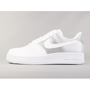 NIKE WMNS AIR FORCE 1 '07 WHITE-METALLIC SILVER pas cher & discount